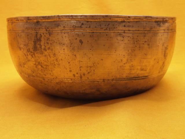 Sharp Looking Antique Thadobati Lingam Singing Bowl
