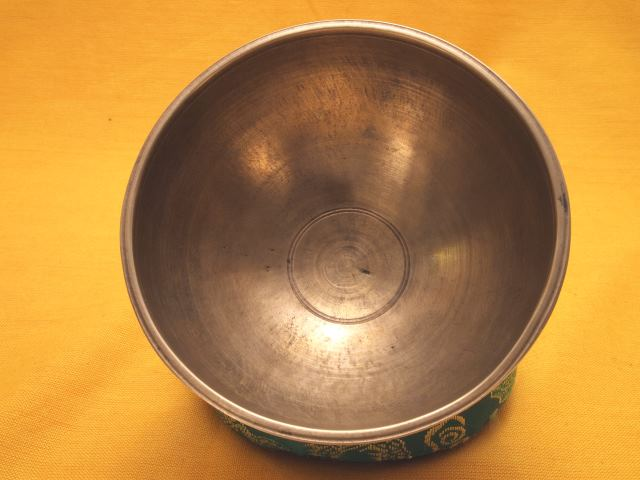 Pedestal style singing bowl