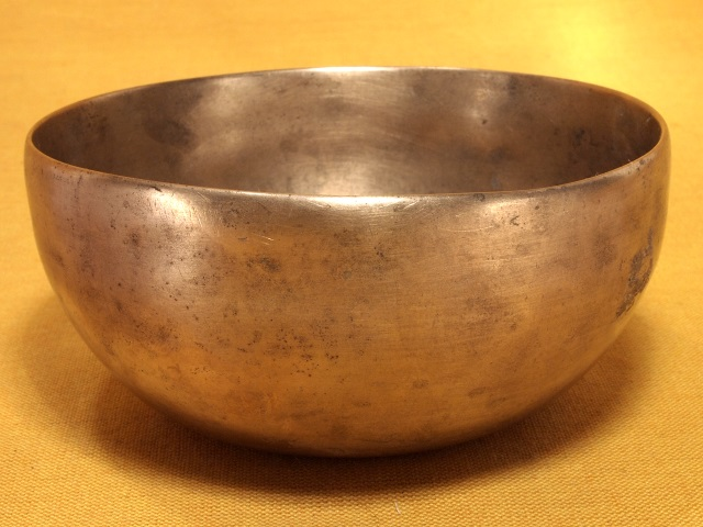 Thadobati style singing bowl