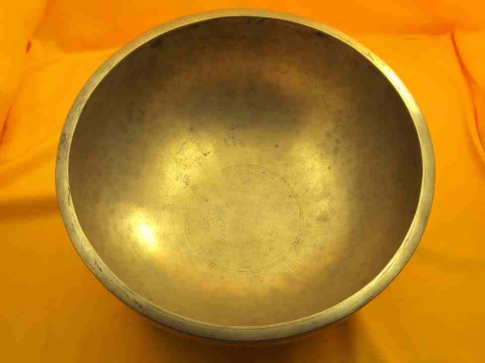Large Thick Antique Jambati Singing Bowl with soft pulsing bass