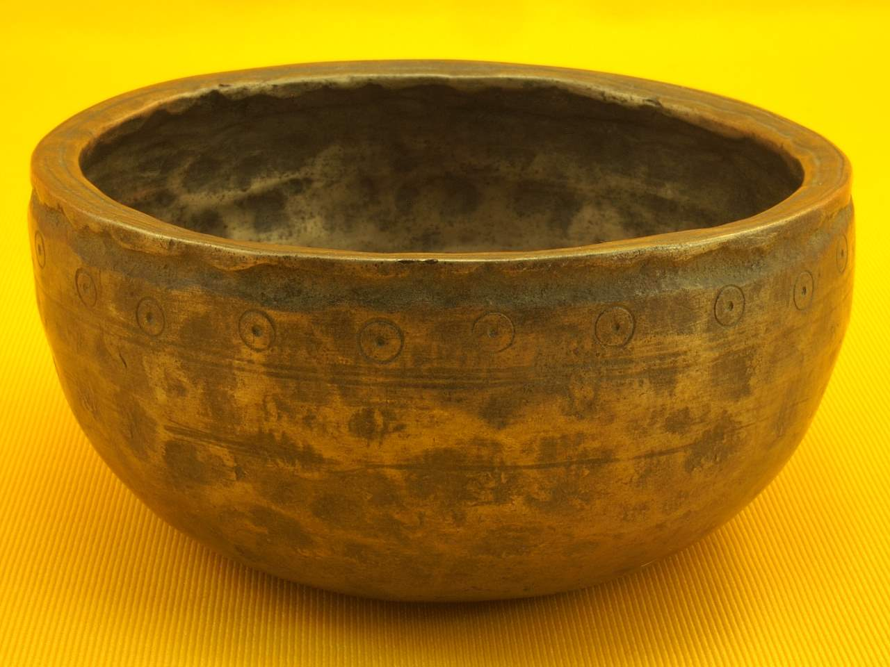 Thick Antique Thadobati Singing Bowl with extensive art and high tone