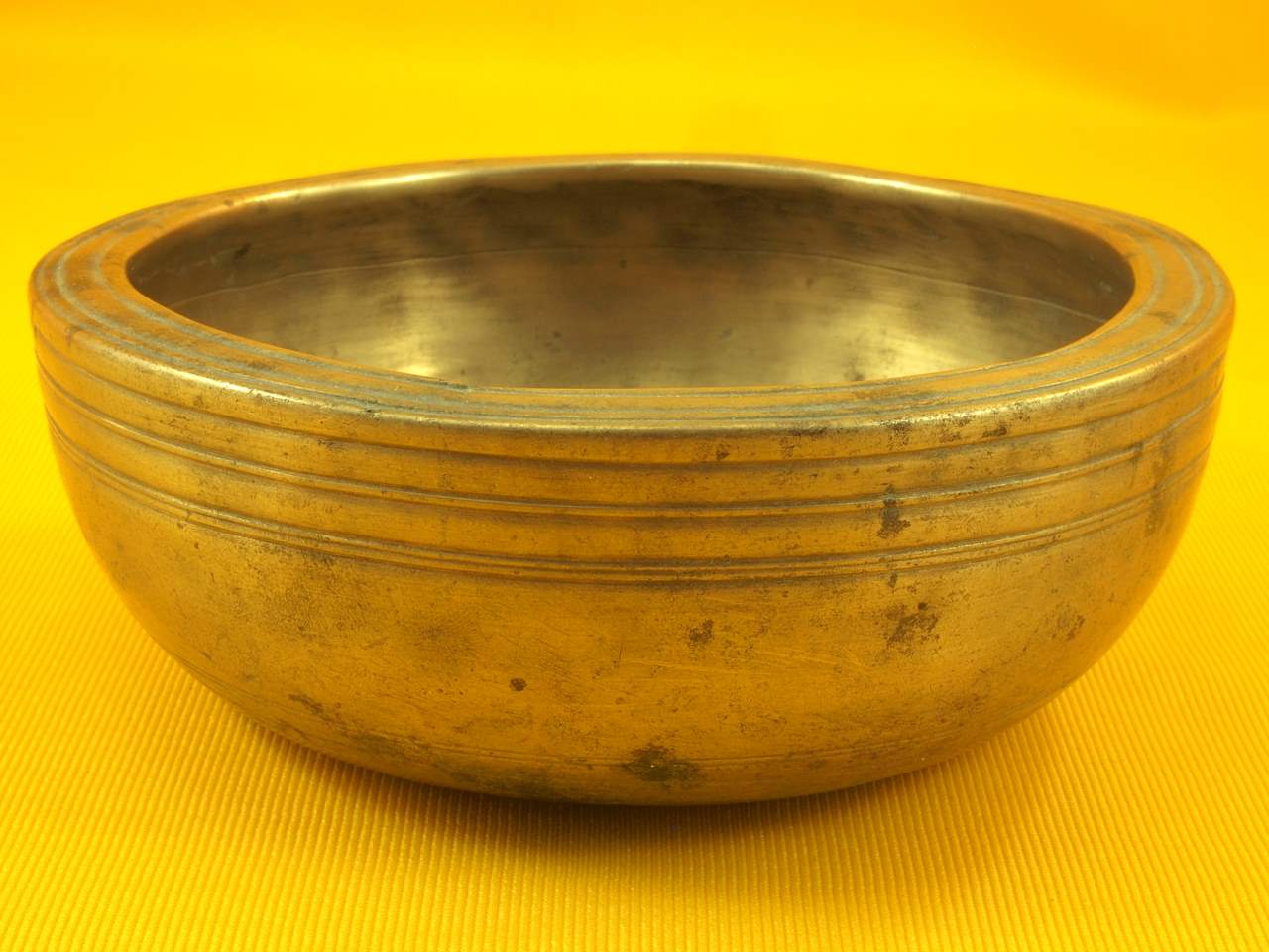 Thick Adorned Antique Thadobati Singing Bowl with super high 1101 Hz
