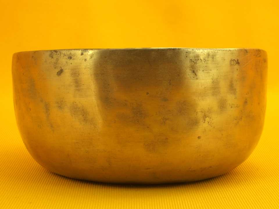 Antique Thadobati Singing Bowl with a brassy start and solid overtone