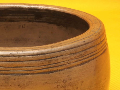 Antique Mini Mani Singing Bowl with super high frequency primary tone
