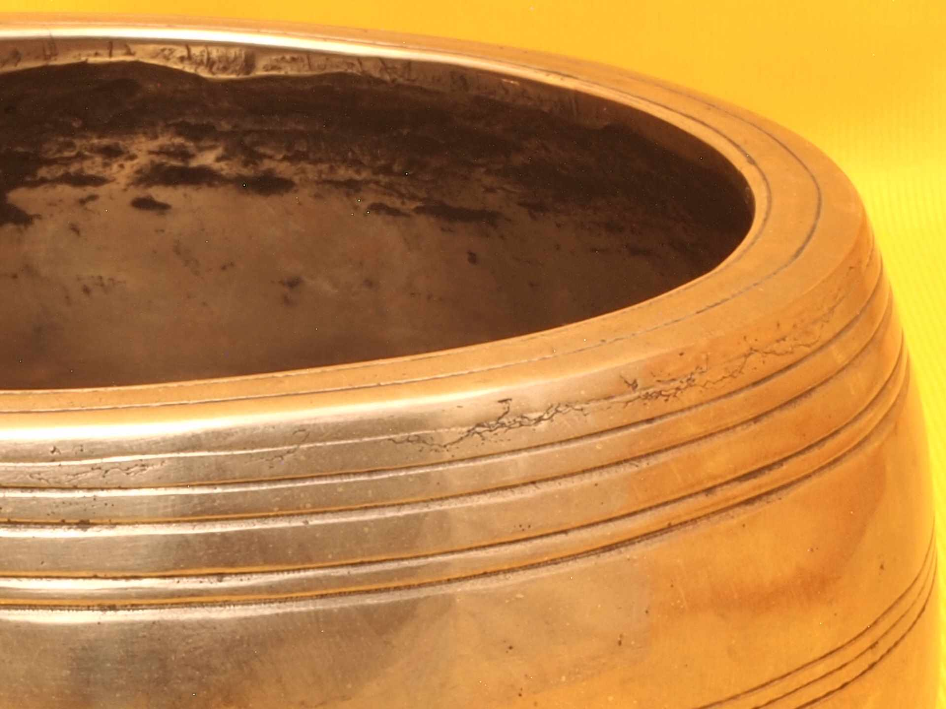 Thick Adorned Antique Mani Singing Bowl with Sweet super high 1000 Hz