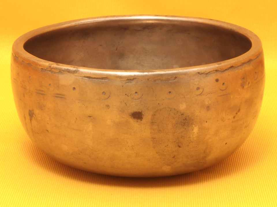Exceptional Antique Thadobati Singing Bowl with powerful penetrating sound