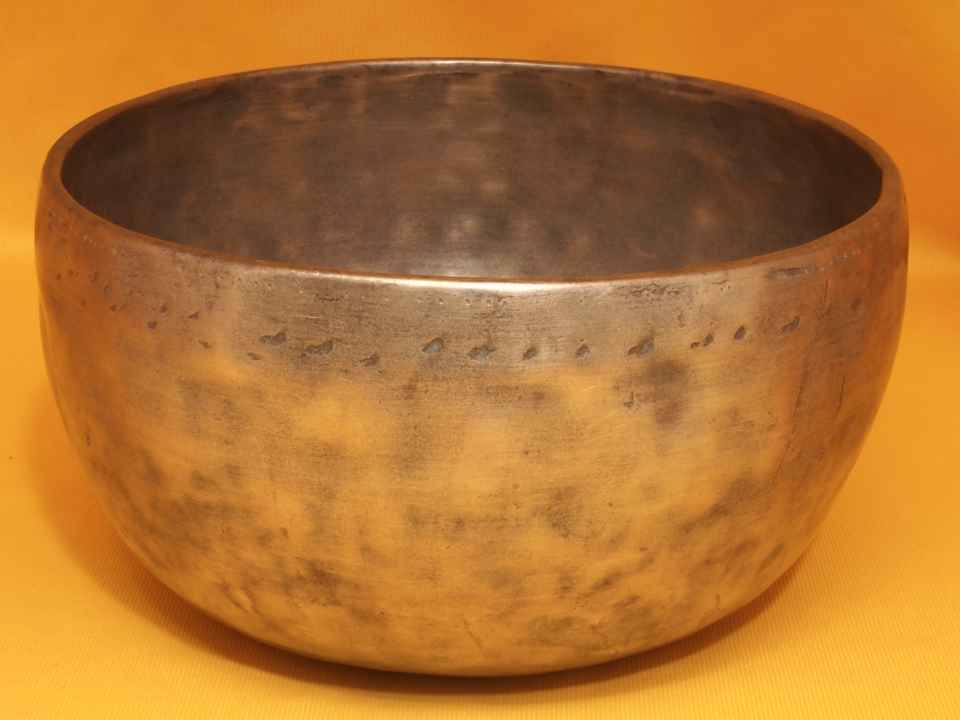 Large Antique Thadobati Singing Bowl with sweet active soun