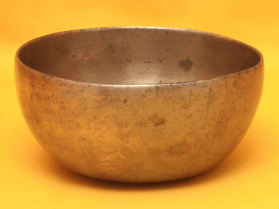 XThick Antique Thadobati Singing Bowl with lighthearted fundamental