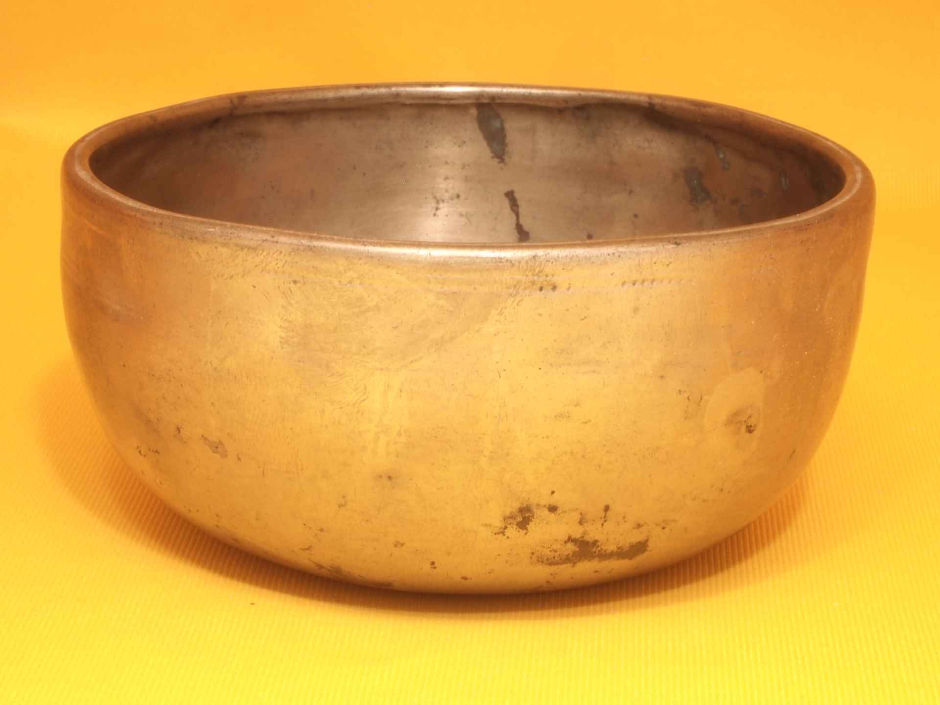 Thick Antique Thadobati Singing Bowl with sweet well balanced sound