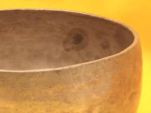 Antique Thadobati Singing Bowl with well matched gently pulsing  bass #4057
