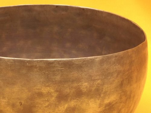 Antique Thadobati Singing Bowl with pulsing deep bass  for the style #4176